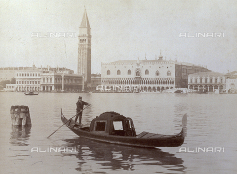 PDC-F-001631-0000 - Panorama of Venice from the lagoon. In the foreground, a gondolier is rowing his boat; in the background, the Palazzo Ducale and the Campanile of San Marco - Data dello scatto: 1897 ca. - Archivi Alinari, Firenze