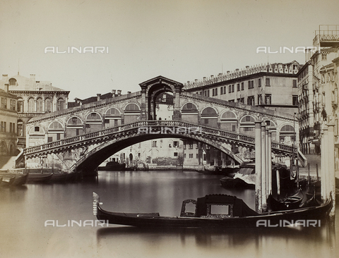 PDC-F-001648-0000 - The Rialto Bridge in Venice. In the foreground, a few gondolas moored to the quay; in the background, buildings can be made out - Data dello scatto: 1860-1880 ca. - Archivi Alinari, Firenze