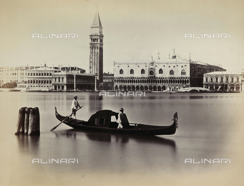 PDC-F-001653-0000 - The Grand Canal in Venice in the stretch from the mint (Zecca) to Palazzo delle Prigioni. In the foreground the lagoon with a gondola and two gondoliers - Data dello scatto: 1860-1880 - Archivi Alinari, Firenze