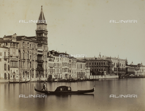 PDC-F-001654-0000 - Grand Canal in Venice. In the foreground, a gondolier on his boat; behind him, Palazzo Giustinian - Data dello scatto: 1860-1880 ca. - Archivi Alinari, Firenze