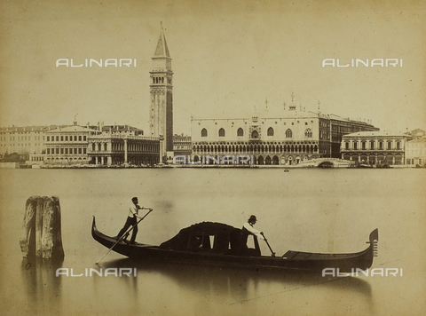 PDC-F-001736-0000 - View of Venice, north shore of the Grand Canal. To be seen from the left: the Zecca (mint), the Library, the Campanile of San Marco, the south facade of the Doges' Palace and the Prisons - Data dello scatto: 1860-1870 ca. - Archivi Alinari, Firenze