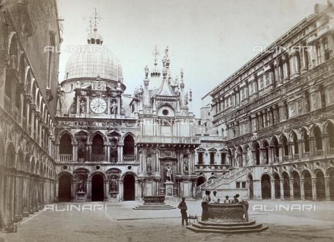 PDC-F-001737-0000 - The courtyard of the Doges' Palace in Venice, the clock facade, the senators' facade, the scala dei giganti and the eastern facade - Data dello scatto: 1860-1870 ca. - Archivi Alinari, Firenze