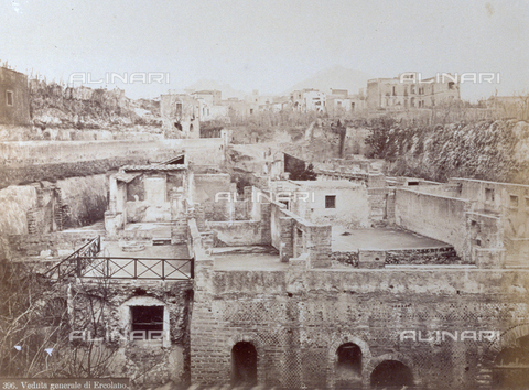 PDC-F-001811-0000 - Herculaneum, Italy: in the foreground, the southern quarter; in the background, the settlement of Resina - Data dello scatto: 1860-1880 ca. - Archivi Alinari, Firenze
