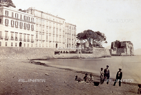 PDC-F-001815-0000 - View of Castel dell'Ovo in Naples - Data dello scatto: 1860-1880 ca. - Archivi Alinari, Firenze