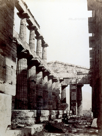 PDC-F-001816-0000 - Interior of the Temple of Neptune in Paestum - Data dello scatto: 1860-1880 ca. - Archivi Alinari, Firenze