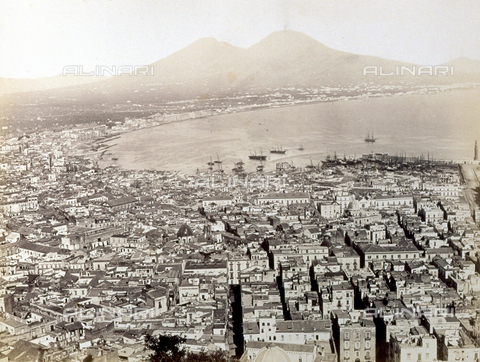 PDC-F-001820-0000 - Panorama of Naples from above, with view of the gulf and Vesuvius - Data dello scatto: 1862 - Archivi Alinari, Firenze