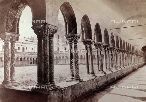PDC-F-001834-0000 - Angle shot of the cloister of the convent annexed to the cathedral of monreale, showing a square portico with ogive arches, supported by a row of paired marble columns - Data dello scatto: 1860-1870 ca. - Archivi Alinari, Firenze