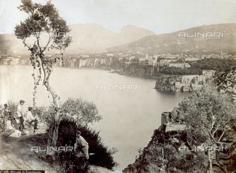PDC-F-001850-0000 - View of the gulf of Sorrento taken from the hill of Capdimonte - Data dello scatto: 1865 -1875 ca. - Archivi Alinari, Firenze