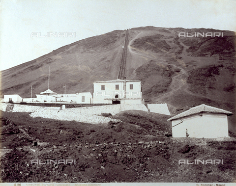 PDC-F-002044-0000 - Funicular railroad on Vesuvius. In the foreground a small rectangular building. Further up towards the volcano, architectural structure of the funicular station and tracks - Data dello scatto: 1880 -1884 - Archivi Alinari, Firenze