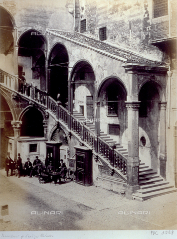 PDC-F-003269-0000 - The large courtyard of the Old Market in Verona, with the staircase and portico. A group of civilians and soldiers in uniform are included in the picture - Data dello scatto: 1865. - Archivi Alinari, Firenze