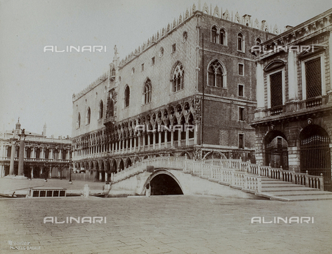 PDC-F-003287-0000 - View of Venice from the Bank of the Schiavoni, with the Ponte della Paglia and the Palazzo Ducale - Data dello scatto: 1865-1875 - Archivi Alinari, Firenze