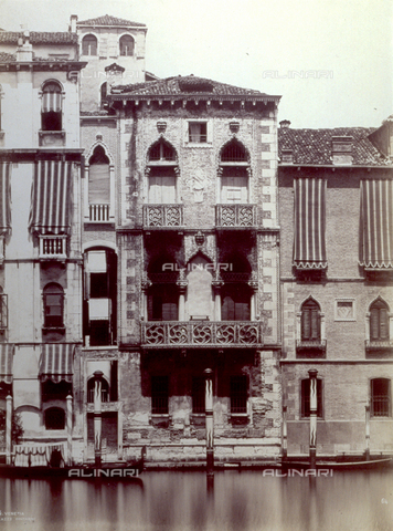 PDC-F-003326-0000 - Frontal view of the Palazzo Contarini-Fasan (second half Fifteenth century) on the Grand Canal in Venice - Data dello scatto: 1860-1870 ca. - Archivi Alinari, Firenze
