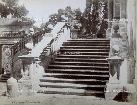 PDC-S-000461-0010 - Parte di una delle rampe della scalinata della Chiesa dei SS. Domenico e Sisto a Roma - Data dello scatto: 1870-1890 ca. - Archivi Alinari, Firenze