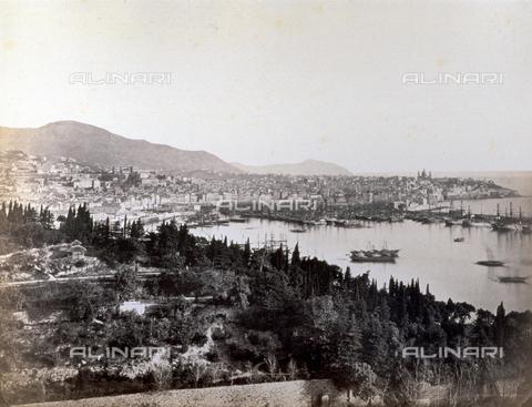 PDC-S-000590-0004 - Panorama of Genoa, italy, with the port area and boats at mooring. - Data dello scatto: 1860-1870 - Archivi Alinari, Firenze
