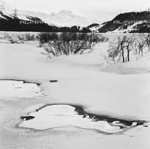 PFA-F-001467-0000 - Paesaggio montano innevato, Engadina, Canton dei Grigioni, Svizzera - Data dello scatto: 1986-1987 - Archivi Alinari, Firenze