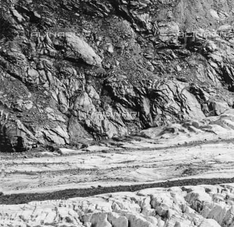 PFA-F-001481-0000 - Paesaggio roccioso visto dalla morena di Boval, Engadina, Canton dei Grigioni, Svizzera - Data dello scatto: 08/1992 - Archivi Alinari, Firenze