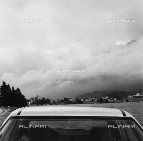 PFA-F-001514-0000 - Tettino di automobile e nuvole nella Val di Sils, Engadina, Canton dei Grigioni, Svizzera - Data dello scatto: 08/1991 - Archivi Alinari-donazione Pittini, Firenze