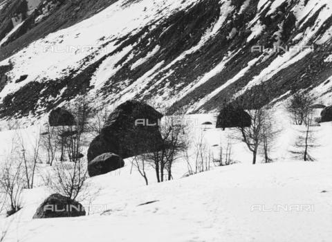 PFA-F-001519-0000 - Paesaggio montuoso, Engadina, Canton dei Grigioni, Svizzera - Data dello scatto: 02/1990 - Archivi Alinari, Firenze