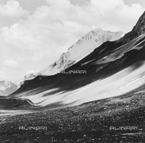 PFA-F-001525-0000 - Montagne del passo dell'Albula, Engadina, Canton dei Grigioni, Svizzera - Data dello scatto: 1991 - Archivi Alinari, Firenze