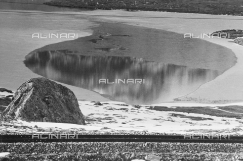 PFA-F-001557-0000 - Lago Bianco, passo del Bernina, Engadina, Canton dei Grigioni, Svizzera - Data dello scatto: 12/1992 - Archivi Alinari, Firenze