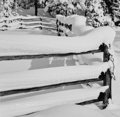 PFA-F-001566-0000 - Recinto con la neve, Engadina, Canton dei Grigioni, Svizzera - Data dello scatto: 12/1992 - Archivi Alinari, Firenze