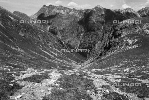 PFA-F-001603-0000 - Paesaggio montano dal Suvretta verso Val di Bever, Engadina, Canton dei Grigioni, Svizzera - Data dello scatto: 08/1992 - Archivi Alinari, Firenze