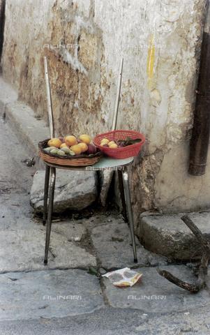 PMD-F-000008-0000 - La sedia racconta - Data dello scatto: 1978 - Mimmo Pintacuda © Fratelli Alinari S.p.A. - Tutti i diritti riservati