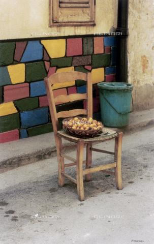 PMD-F-000025-0000 - La sedia racconta - Data dello scatto: 1978 - Mimmo Pintacuda © Fratelli Alinari S.p.A. - Tutti i diritti riservati