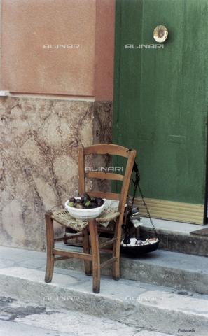 PMD-F-000027-0000 - La sedia racconta - Data dello scatto: 1978 - Mimmo Pintacuda © Fratelli Alinari S.p.A. - Tutti i diritti riservati