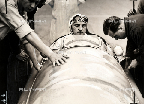 PPA-F-000266-0000 - The German pilot Lang in a Mercedes model car at Switzerland's Grand Prix