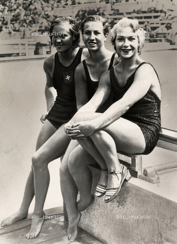 PPA-F-000276-0000 - Three swimmers at the 1935 Olympic Games in Berlin