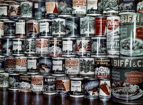 PTA-F-000110-0000 - Primo piano su una serie di prodotti alimentari in scatola dell'azienda BIFFI (Formec Biffi) - Data dello scatto: 1940 - 1950 ca. - Archivi Alinari, Firenze
