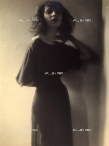 PTA-F-000127-0000 - Ritratto dell'attrice Jacqueline Ferraud - Data dello scatto: 1920 - 1930 ca. - Archivi Alinari, Firenze