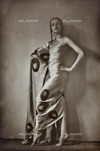 PTA-F-000173-0000 - Portrait of Jia Ruskaja (Evgenija Borisenko 1902-1970), first dancer of the Teatro della Scala in Milan - Date of photography: 1930-1935 - Fratelli Alinari Museum Collections-Pasta Archive, Florence