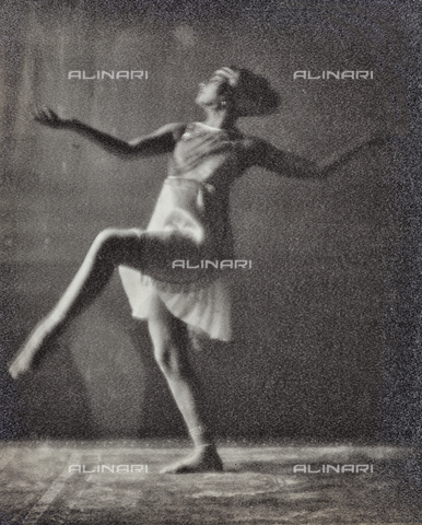 PTA-F-000174-0000 - Portrait of Jia Ruskaja (Evgenija Borisenko 1902-1970), first dancer of the Teatro della Scala in Milan - Date of photography: 1930-1935 - Fratelli Alinari Museum Collections-Pasta Archive, Florence