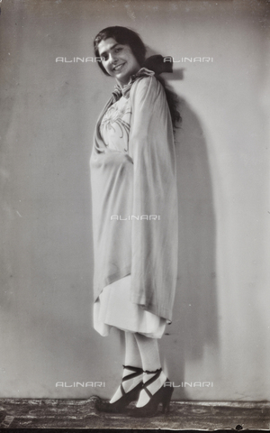 PTA-F-000176-0000 - Portrait of an actress - Date of photography: 1930-1939 - Fratelli Alinari Museum Collections-Pasta Archive, Florence