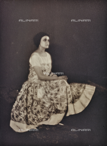 PTA-F-000196-0000 - Female portrait - Date of photography: 1930-1939 - Fratelli Alinari Museum Collections-Pasta Archive, Florence