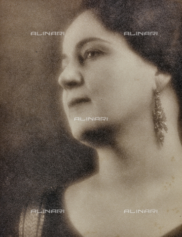 PTA-F-000197-0000 - Female portrait - Date of photography: 1930-1939 - Fratelli Alinari Museum Collections-Pasta Archive, Florence