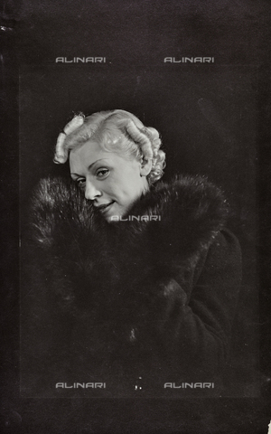 PTA-F-000210-0000 - Portrait of an actress - Date of photography: 1930-1939 - Fratelli Alinari Museum Collections-Pasta Archive, Florence