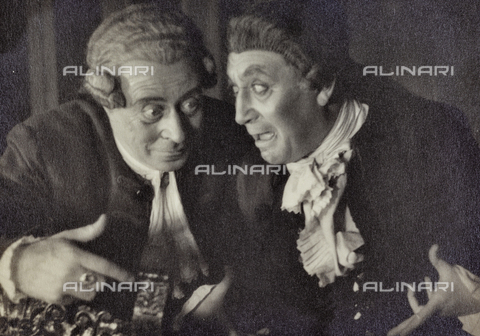 PTA-F-000389-0000 - Couple of actors during a show - Date of photography: 1930-1939 - Fratelli Alinari Museum Collections-Pasta Archive, Florence
