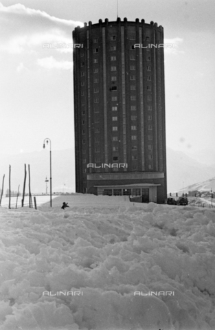 PTA-S-001072-1034 - Tower-shaped hotel on the Sestriere hill - Date of photography: 1940 ca. - Fratelli Alinari Museum Collections-Pasta Archive, Florence
