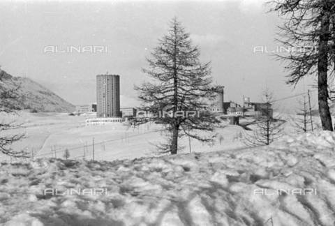 PTA-S-001072-1035 - Tower-shaped hotels on the Sestriere hill - Date of photography: 1940 ca. - Fratelli Alinari Museum Collections-Pasta Archive, Florence