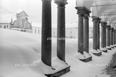 PTA-S-001072-2005 - View of the Sanctuary of Oropa with the snow - Date of photography: 1940 ca. - Fratelli Alinari Museum Collections-Pasta Archive, Florence