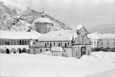 PTA-S-001072-2008 - View of the Sanctuary of Oropa with the snow - Date of photography: 1940 ca. - Fratelli Alinari Museum Collections-Pasta Archive, Florence