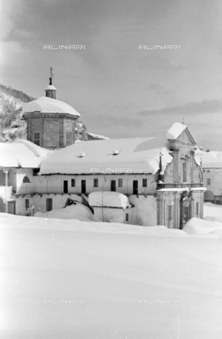 PTA-S-001072-2010 - View of the Sanctuary of Oropa with the snow - Date of photography: 1940 ca. - Fratelli Alinari Museum Collections-Pasta Archive, Florence