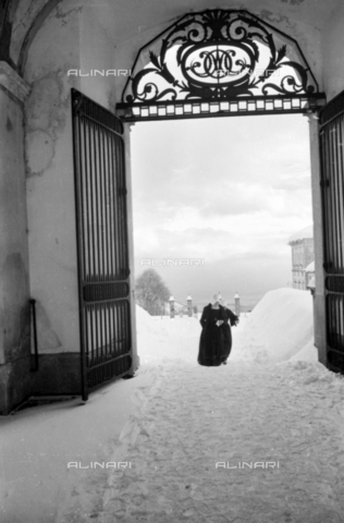 PTA-S-001072-2020 - Entrance of the Sanctuary of Oropa with the snow - Date of photography: 1940 ca. - Fratelli Alinari Museum Collections-Pasta Archive, Florence