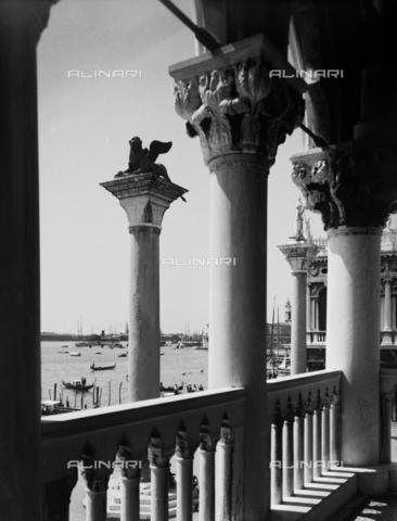 PTA-S-001285-0006 - St. Mark's column, Piazzetta San Marco, Venice