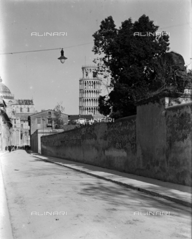 PTA-S-001302-0002 - View of Pisa with the Leaning Tower - Date of photography: 1930-1940 - Fratelli Alinari Museum Collections-Pasta Archive, Florence