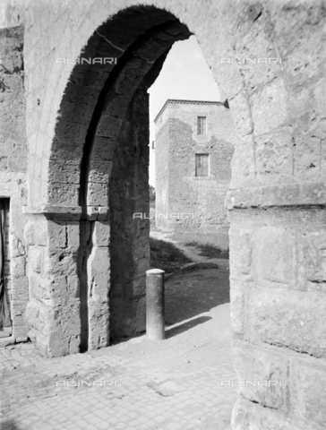 PTA-S-001302-0004 - View of Tarquinia - Date of photography: 1930-1940 - Fratelli Alinari Museum Collections-Pasta Archive, Florence
