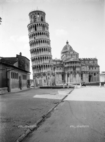PTA-S-001302-0012 - View of Piazza dei Miracoli - Date of photography: 1930-1940 - Fratelli Alinari Museum Collections-Pasta Archive, Florence